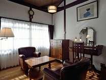 洋室は大正浪漫をイメージしたクラシカルな造り。