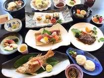 【ぐるめコース・夏】のどぐろの塩焼きや牛ステーキ、海鮮の陶板焼きなど贅沢な全15品※イメージ