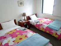 ♪お二人で大阪観光♪ゆったり寛げるツインルーム。安らかな安眠が約束できる住環境です。