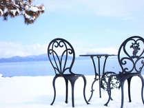 琵琶湖を眺めながら、喧騒を忘れてゆっくりお過ごしください。