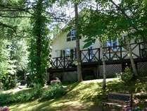 高台の木立に囲まれた静かな環境で真夏でもヒンヤリ爽やか!