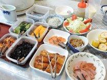*【朝食一例】バイキング形式の朝食。朝から栄養満点です◎