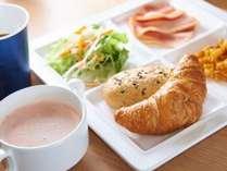 焼き立てパン朝食無料!!