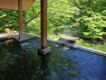 *露天風呂「すずむしの湯」新緑の季節は森林浴が同時に満喫できます。