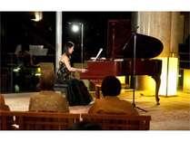 【ラウンジコンサート】ピアノ・バイオリンコンサート(毎日夜開催)
