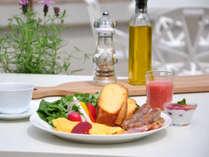大人気のフレンチトーストをはじめ、朝からたっぷり出来立て料理を味わえるビュッフェ