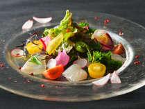 ディナービュッフェメニューは日替わりで、三陸の魚介をはじめ宮城の旬素材が味わえます。