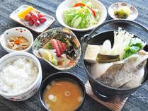 【ビジネス(魚料理)夕食一例】肉定食または魚定食をお選びいただけます。