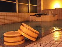 100%の天然温泉の大浴場です。泉質自慢の温泉を24時間掛けいつでもお楽しみいただけますよ!
