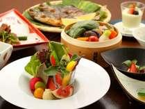 【小梅や スタンダードプラン】◇源泉かけ流しの温泉と女性に人気のお野菜中心のお料理でおもてなし◇