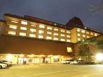 ホテル花巻 ホテルが3軒並んで建っている花巻温泉。当館は真ん中に位置しております。
