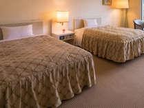 【ツイン(37.8平米)】120cm幅のセミダブルベッドを設置した、開放感のあるツインルームです。