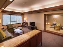 【特別室 ローズスイート】(和室側)特別な人と、特別な日に。広々とした空間を、贅沢に。