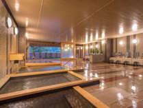 【ホテル花巻「花巻の湯」】開放感あふれるひのき露天風呂をお楽しみください。