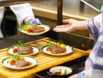 新様式「個別提供スタイル」 焼きたての牛ステーキ ※料理イメージ