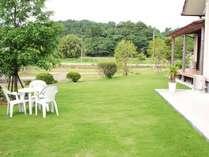モーニングコーヒーも飲める庭園。