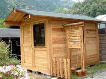 ペットハウスは建物・ケージともに天然木を使用