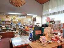 売店では十津川のグルメや工芸品など、たくさん取り揃えています!