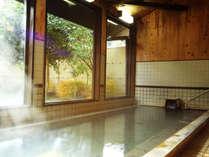 日本で初めて源泉100%かけ流しを謳った当館の温泉をお楽しみください。