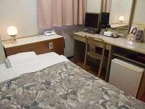 ゆったりサイズベッドで快適な客室
