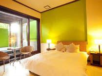 103号室白を基調にグリーンのワンポイント。爽やかな寛ぎの空間。