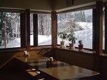 雪景色を見ながらのお食事