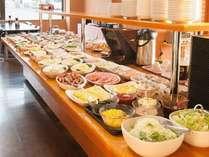 【朝食バイキング】ご朝食は約60品の和洋バイキングをお召し上がりください。