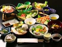 地元の山菜や旬の食材、郷土料理など食材にこだわった創作和懐石をご堪能いただけます。(春料理の一例)