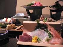 海の幸・山の幸をつかった料理でおもてなし致します。