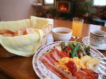 *朝食一例/朝食時にはスクランブルエッグやソーセージなどボリューム満点。