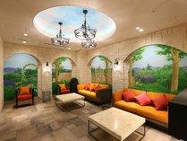 ロビーの壁画は、絵師 笠井さんの作品