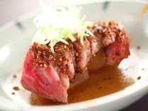 今日のお肉料理は、信州牛の渓山荘独自ロースト