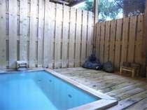 *季節の風を感じながらご入浴いただける露天風呂!