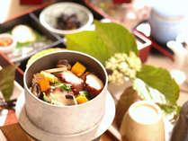 朝食の「釜めし」タコ・海老・白ご飯の三種類からお選びできます