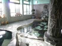 当館のお風呂です。源泉100%かけ流しです。