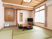 閑静な環境と清潔感のある純和風客室でごゆっくりお寛ぎ頂けます