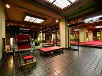 入口を一歩踏み入れた瞬間から、純和風の趣きを設えた空間がお客様をお迎え致します。