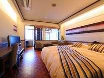オシャレなダブルベッドのデザイナーズルーム♪三四郎島も駿河湾の絶景もバッチリ!