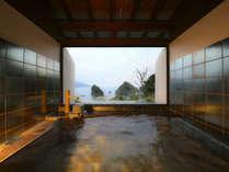 *<貸切風呂/夕星>落ち着いた雰囲気で窓を開けると優しい潮風に包まれます.