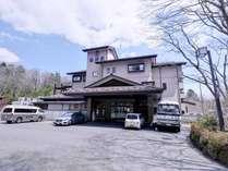 *那須七湯で知られる源泉・湯量豊かな高原リゾート。沢沿いの露天・貸切・露天付客室はお客様から定評◎