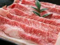 九州産黒毛和牛は、その時期で旬がございますので、料理長が厳選した黒毛和牛をご提供しております。
