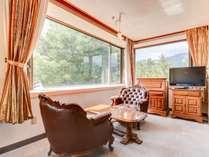 *客室一例/窓から望む白馬の雄大な景色に心打たれる。ホテルならでは目線の高い眺望を楽しめます。