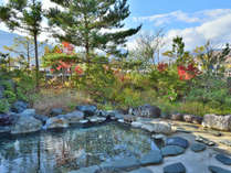 広々と開放的な白馬ロイヤルホテルの露天風呂となります。