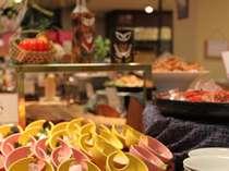 約50種類のお料理が楽しめる『旬彩バイキング』♪