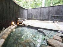 大浴場の露天風呂です。白馬の空気を肌に感じながらお楽しみください。