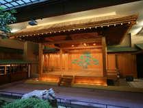 館内の能舞台「紫宸殿」 年に一回「狂言」を開催