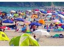 海水浴で賑わう白浜海岸