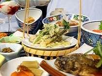 養老牛の山菜と川魚の料理
