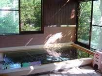 午後の日差し輝く内風呂