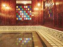 【古総湯】ステンドグラスからこぼれる光で幻想的な雰囲気のなか入浴をお楽しみ下さい